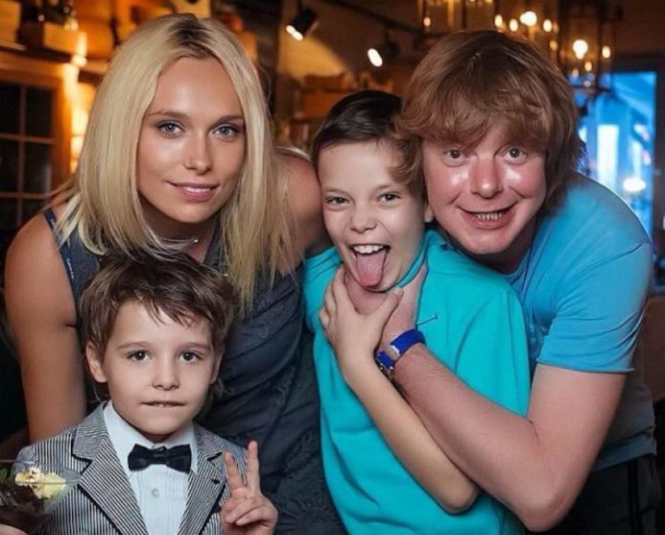 Давно уже выросли: как выглядят взрослые дети российских звезд 90-х