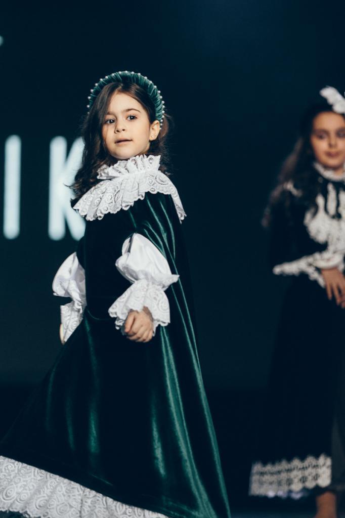 В Москве короновали самую красивую маленькую армянку (фото и видео)