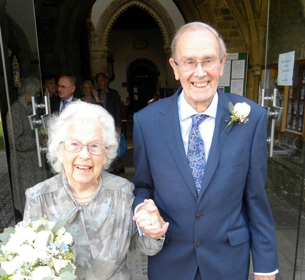 Жениться никогда не поздно: 80-летние молодожены сочетались браком
