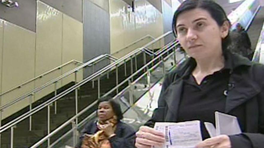Жительница Канады борется с властями за право не держаться за поручни на эскалаторе