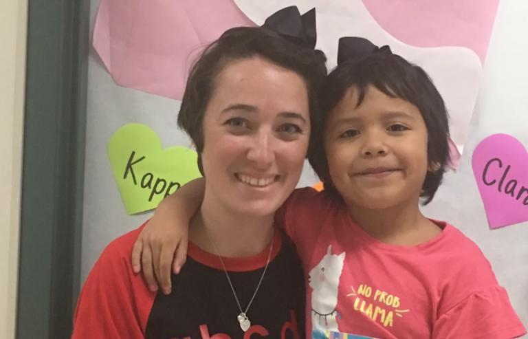 Над девочкой насмехались из-за ее короткой стрижки, и ее учительница нашла оригинальное решение