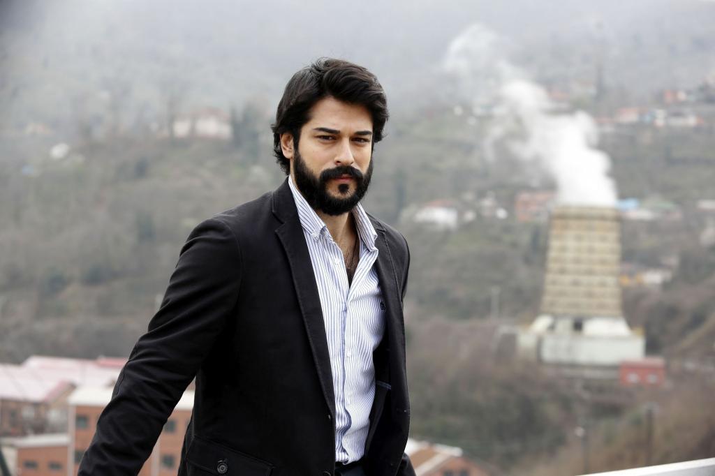 Как в молодости выглядел любимец женщин – турецкий актер Бурак Озчивит