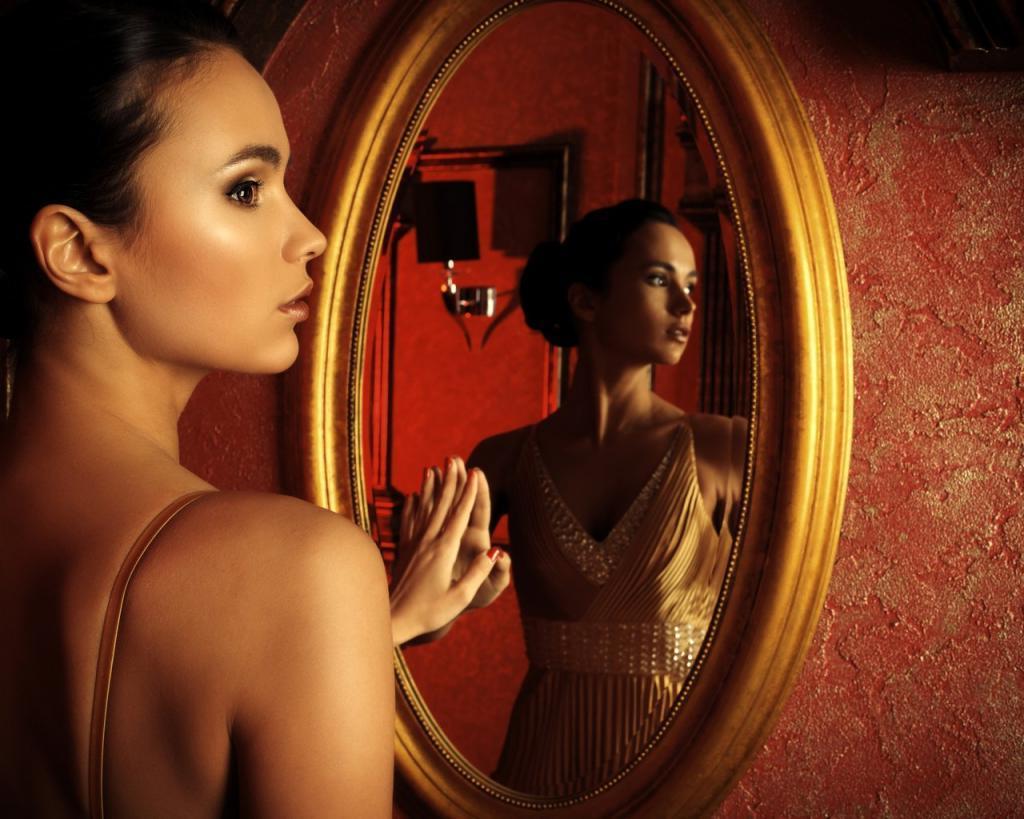 Кошмары, бессонница и кража души: как зеркало в доме становится энергетическим вампиром
