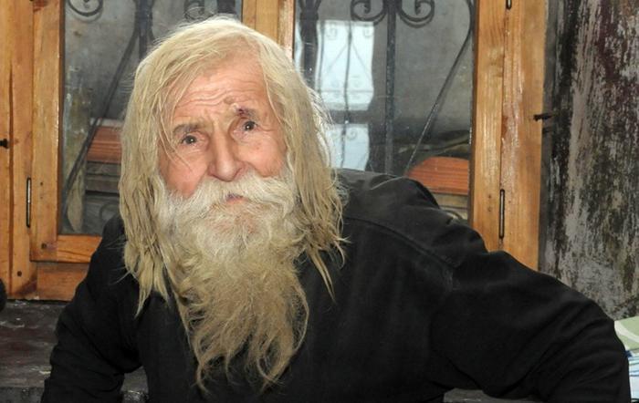 103-летний старец годами просил милостыню, но ни одной монеты не потратил на себя