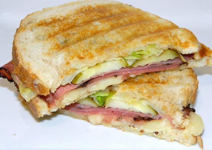 сайте шаттерстока, бутерброд на сковороде фото фото отмечен