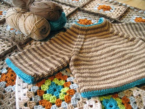 Вязание спицами для малышей – полезное хобби