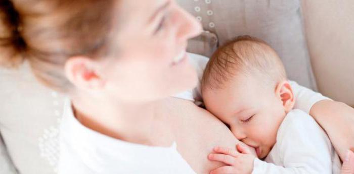 Почему потеет голова у грудничка при кормлении