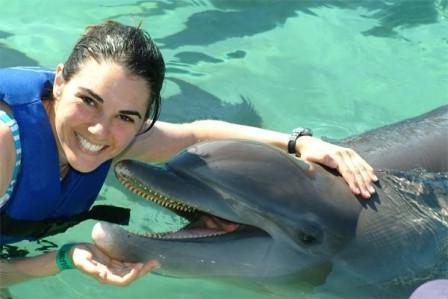 где можно в москве поплавать с дельфинами