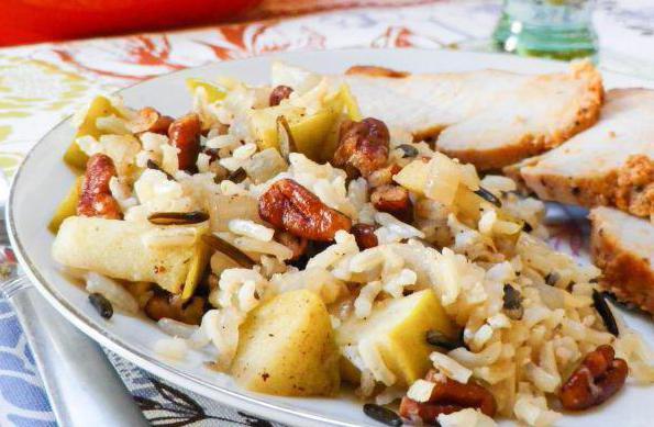 рис с яблоками в духовке