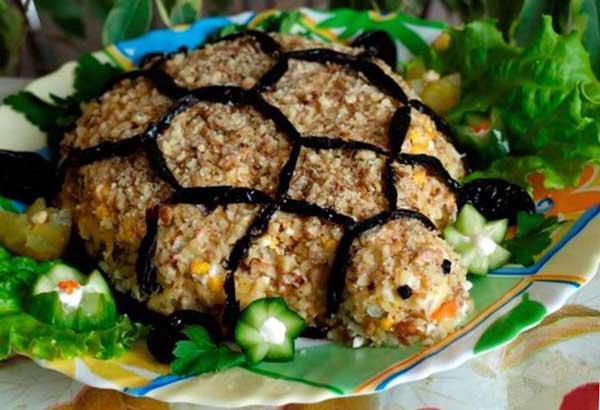 салат черепаха с курицей и яблоком фото