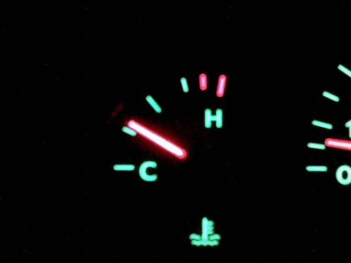 не поднимается температура двигателя