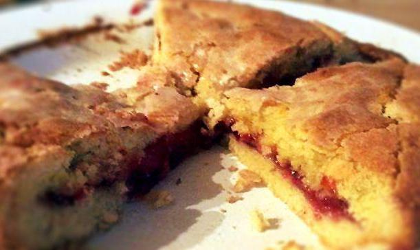 Простой рецепт пирога с вареньем в духовке