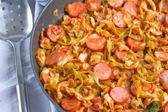 Тушёная капуста с картошкой и колбасой рецепт пошагово