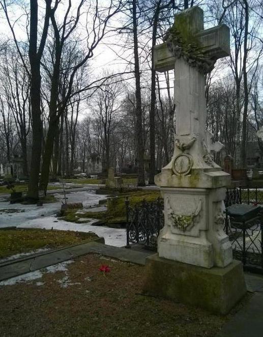 где находится новодевичье кладбище в санкт петербурге