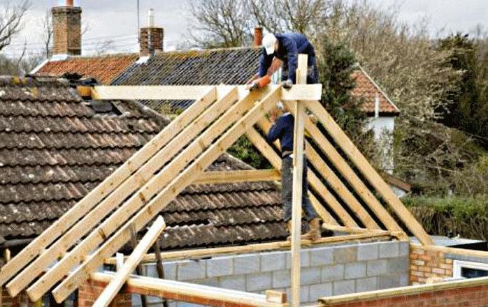 пристройка к дому с двухскатной крышей