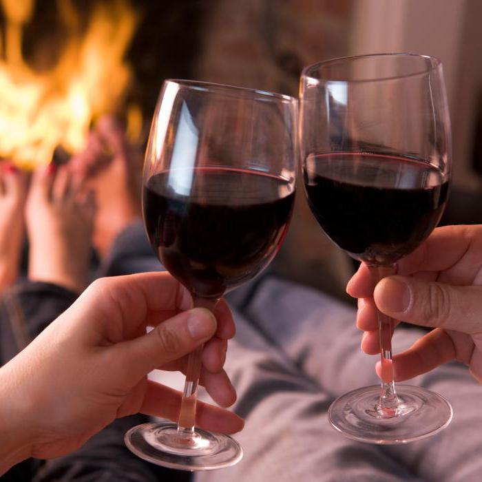 С чем вкусно пить вино