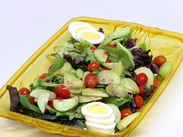 салат с яйцами и помидорами с фото