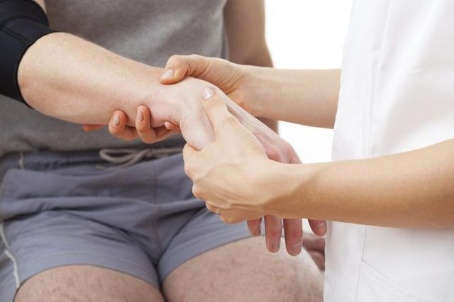 Перелом кисти руки симптомы