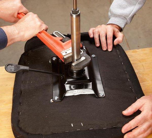 Отремонтировать офисное кресло своими руками 97