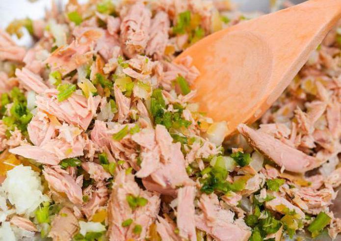 салат с рисом и рыбными консервами фото