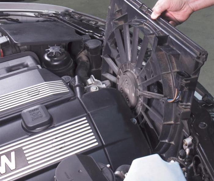 постоянно работает вентилятор охлаждения двигателя