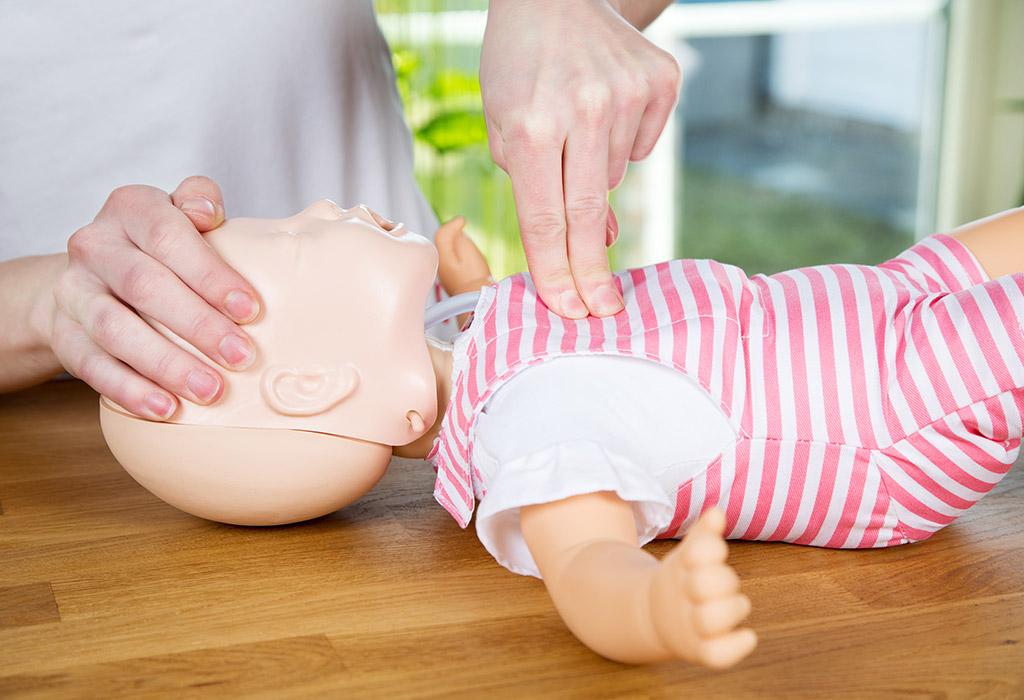 помощь при обструкции дыхательных путей инородным телом
