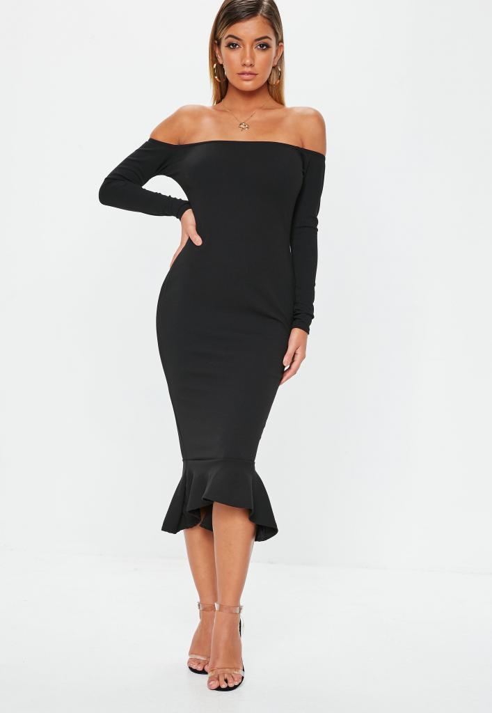 Приталенное платье ниже колен с опущенными плечами