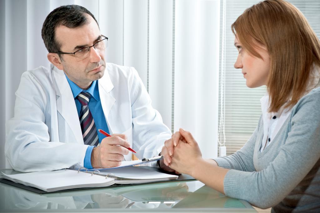 Психотерапевт с пациенткой.