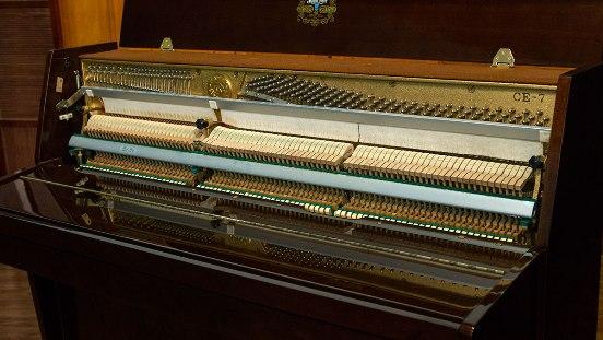 Пианино с нижними демпферами
