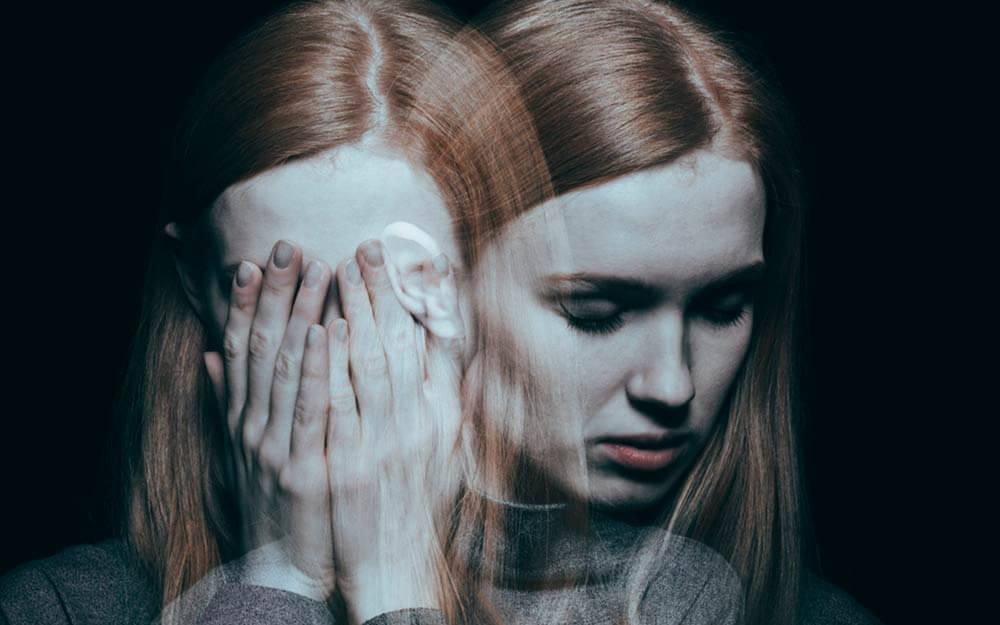Выражение скорби на женском лице