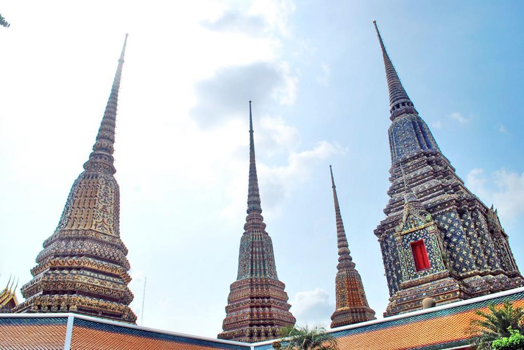 Храм Лежащего Будды в Бангкоке описание