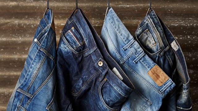 почему джинсы красятся