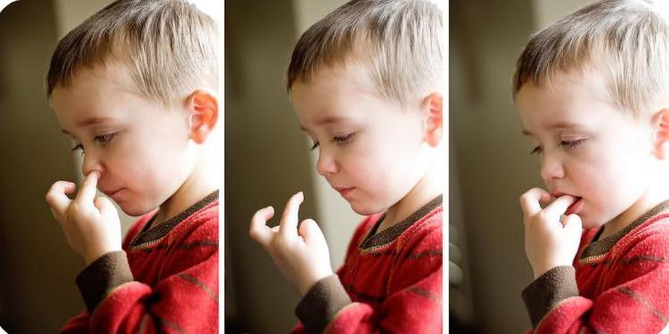 Ребенок ест козявки из носа