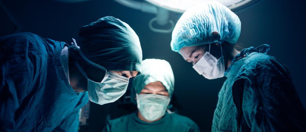 Заработная плата хирурга в Москве зависит от стажа работы