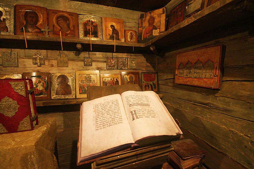 Стенд в музее русской иконы
