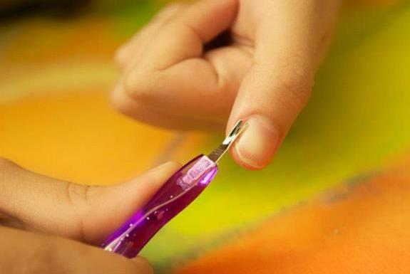 Как использовать триммер для ногтей