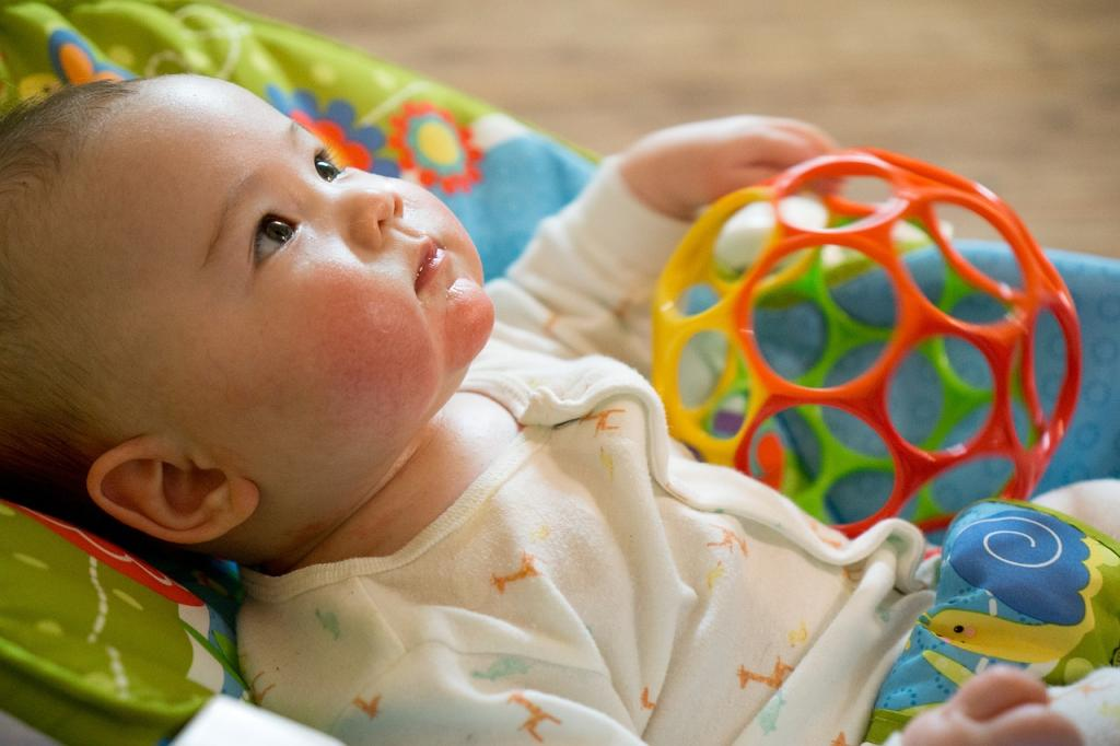 Игрушка ребенок 3 месяц
