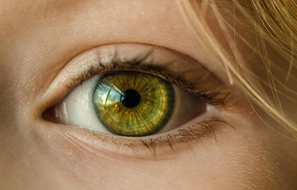 можно ли поменять цвет глаз операцией