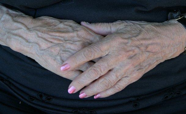 Жилистые женские руки