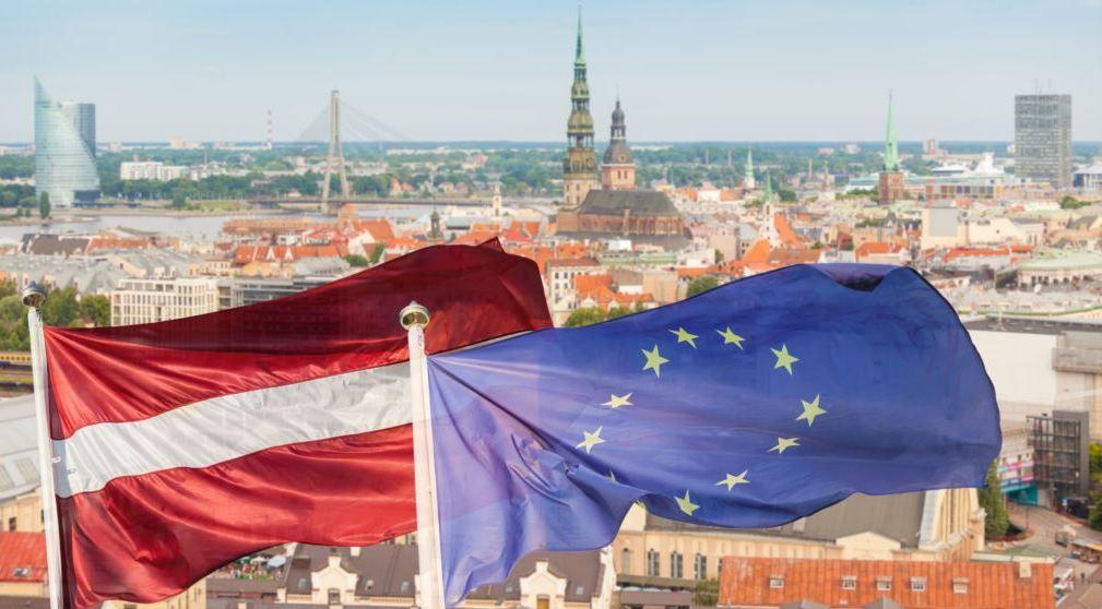 флаг Латвии и Евросоюза