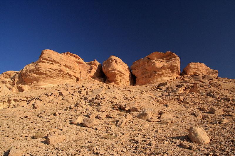 Каменистые участки пустыни
