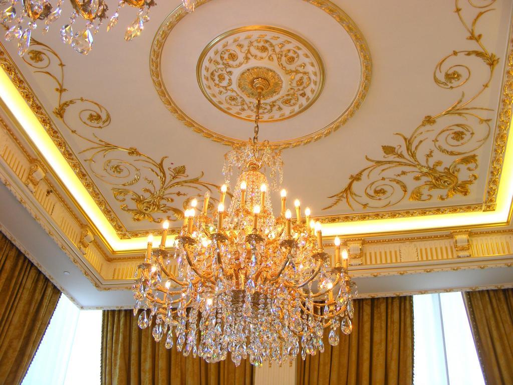 Классический дизайн потолка