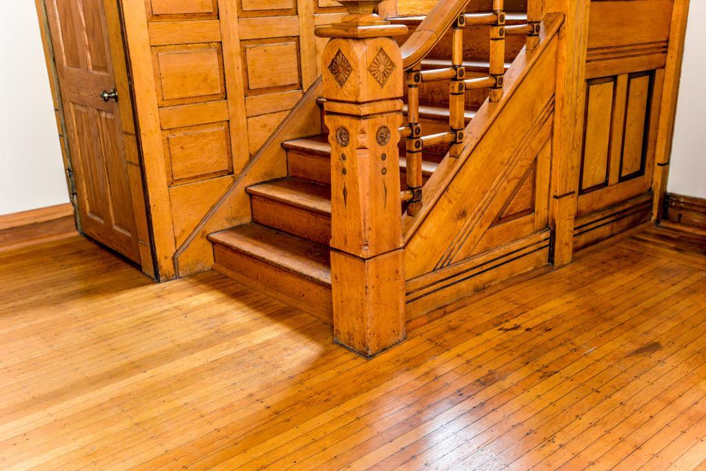 Лестница сделанная из древесины