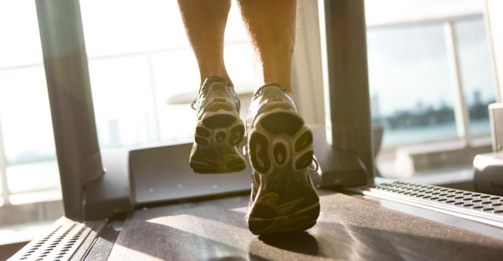 Кроссовки для занятий на беговой дорожке
