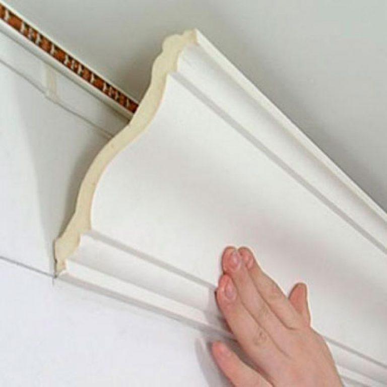Плинтус для клеевых потолков