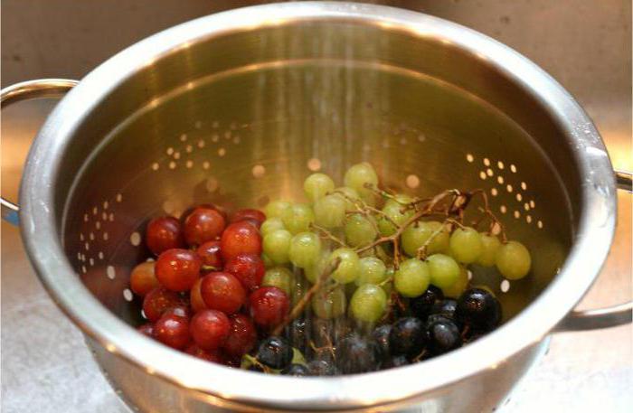 салат с виноградом и копченой курицей фото