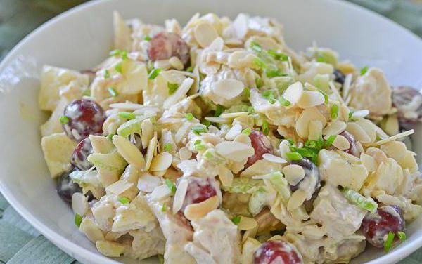 рецепт салата гроздь винограда с копченой курицей