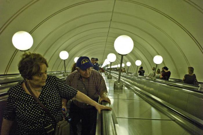 Самый длинный эскалатор в мире в метро