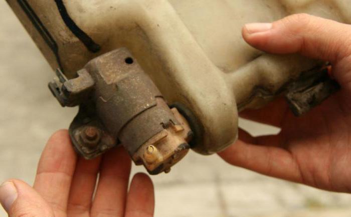 замена моторчика омывателя лобового стекла