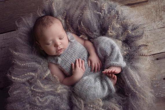вяжем костюм для новорожденного спицами